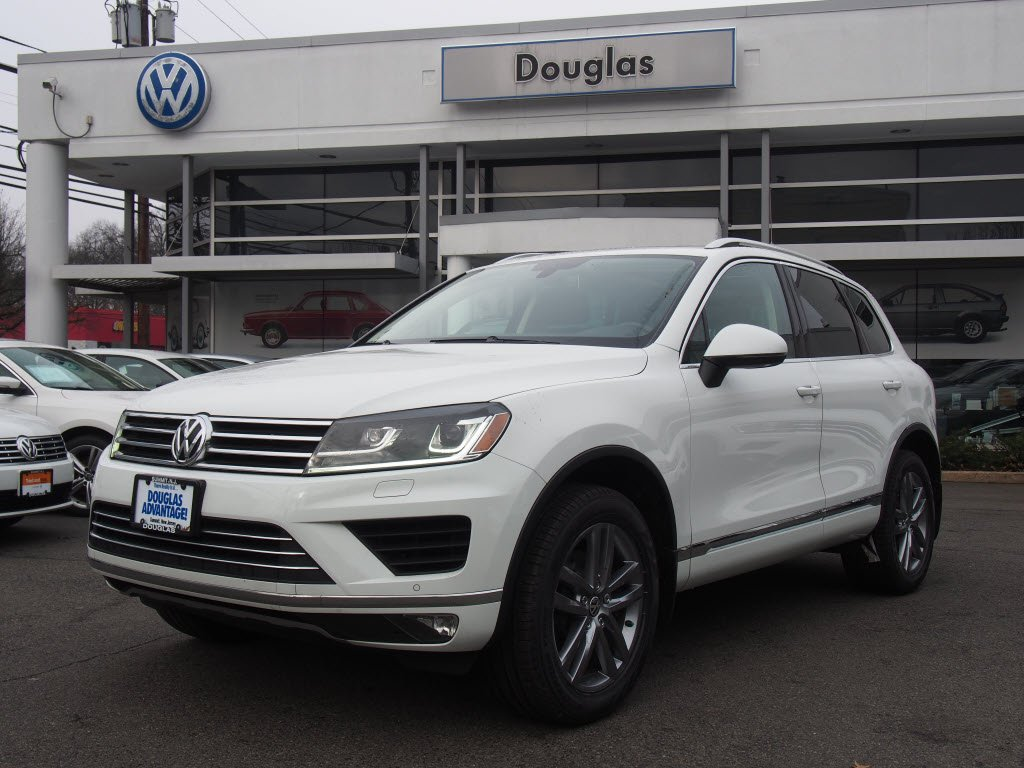 Pre-Owned 2016 Volkswagen Touareg VR6 Lux